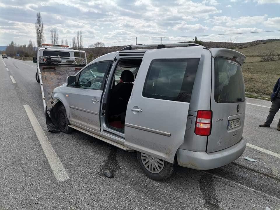 Sungurlu'da meydan gelen trafik kazasında 2 kişi yaralandı. | Sungurlu Haber