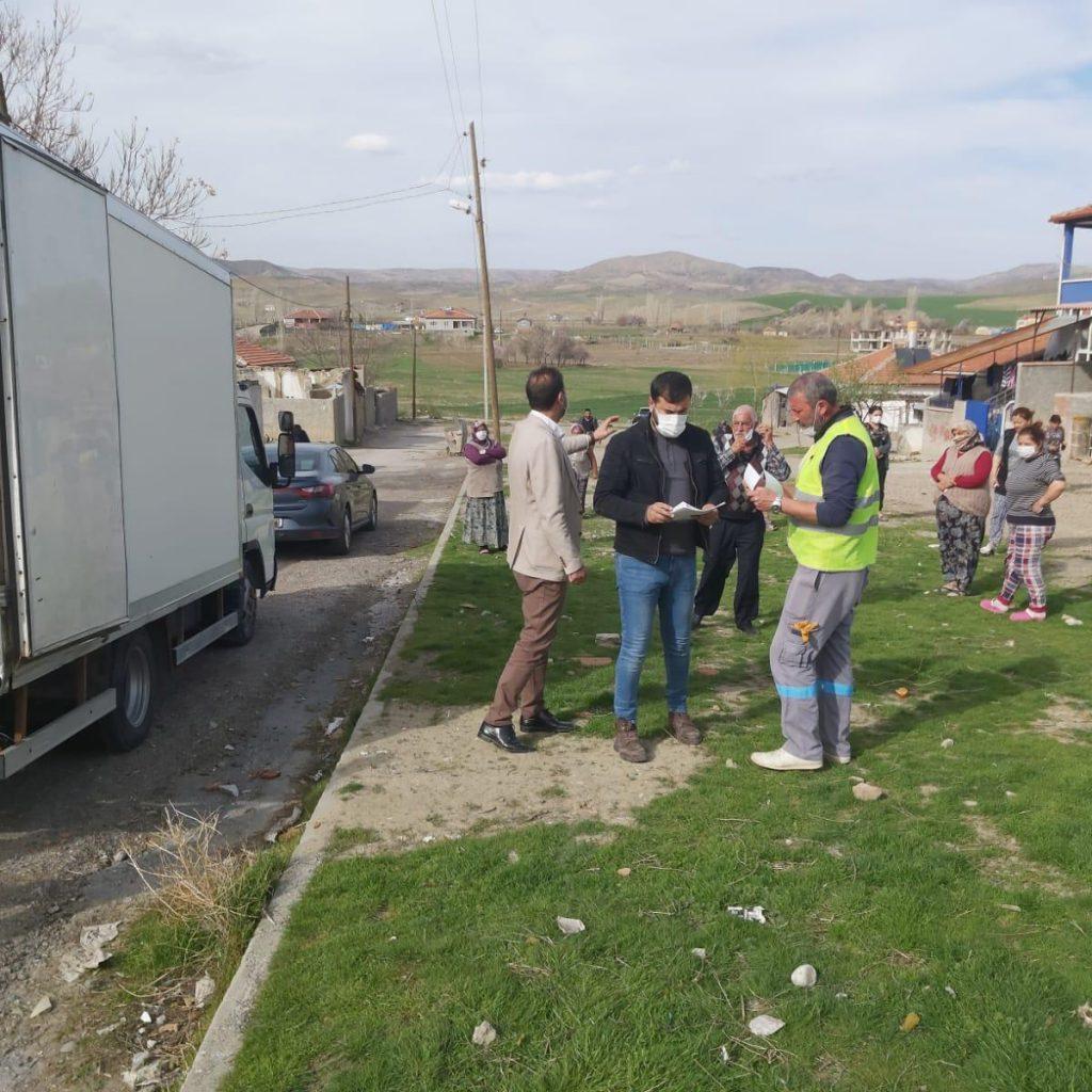 Sungurlu Belediye Başkanı Abdulkadir Şahiner'in öncülüğünde başlatılan gıda kolisi kampanyası ile bu ramazanda da ihtiyaç sahibi ailelere ve korona virüsten maddi olarak etkilenen vatandaşlara ulaşıyor. | Sungurlu Haber