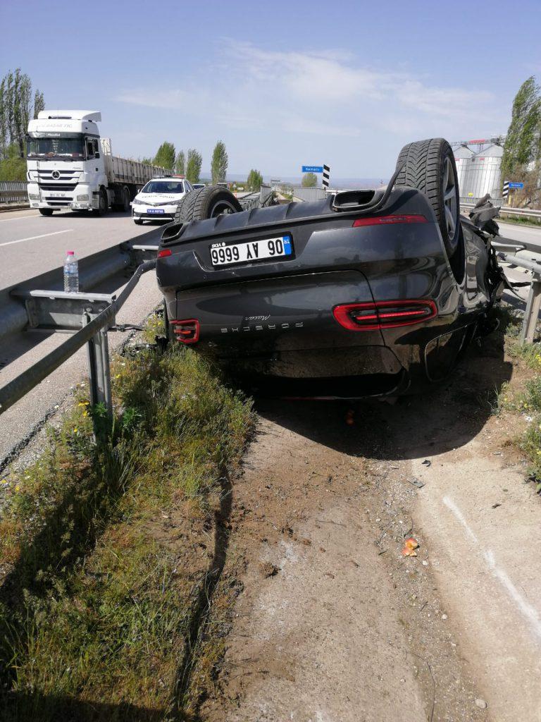 Sungurlu'da bayan sürücünün kullandığı otomobil orta refüje devrildi. | Sungurlu Haber