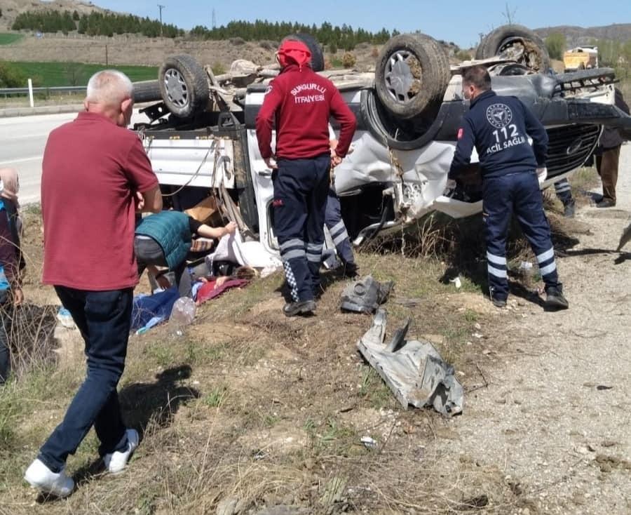 Sungurlu'da meydana gelen trafik kazasında 5 kişi yaralandı. Kaza Sungurlu-Çorum karayolu Kırankışla köyü yakınlarında meydana geldi. | Sungurlu Haber