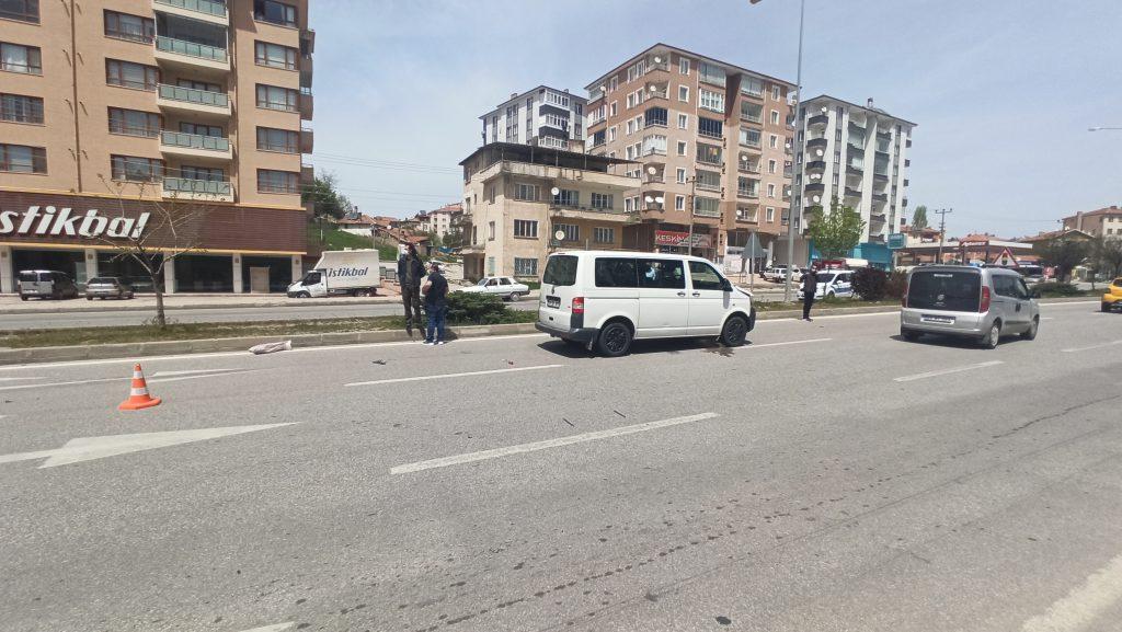 Sungurlu'da yolun karşısına geçmek isteyen vatandaşa minibüs çarptı. | Sungurlu Haber