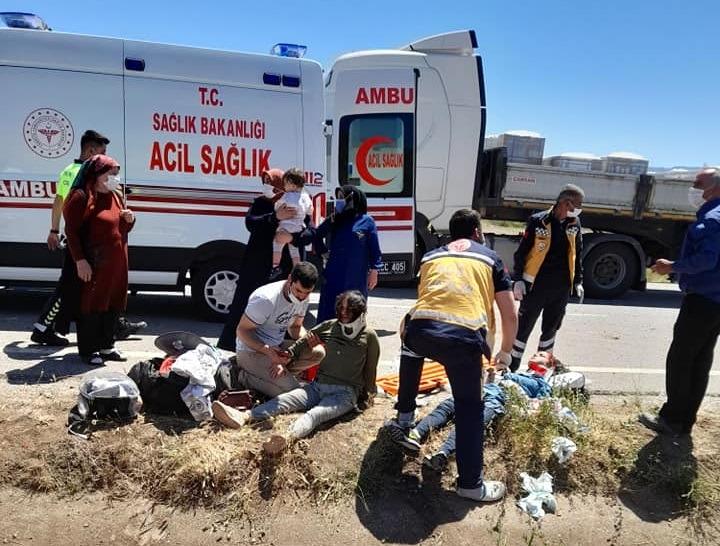 Sungurlu'da meydana gelen trafik kazasında 3 kişi yaralandı.   Sungurlu Haber