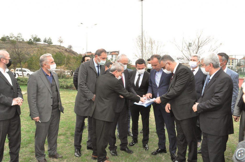 Ak Parti Çorum Milletvekili ve MKYK üyesi Ahmet Sami Ceylan, Sungurlu'ya verdikleri sözü yerine getiriyor olmanın mutluluğunu yaşadıklarını söyledi. | Sungurlu Haber
