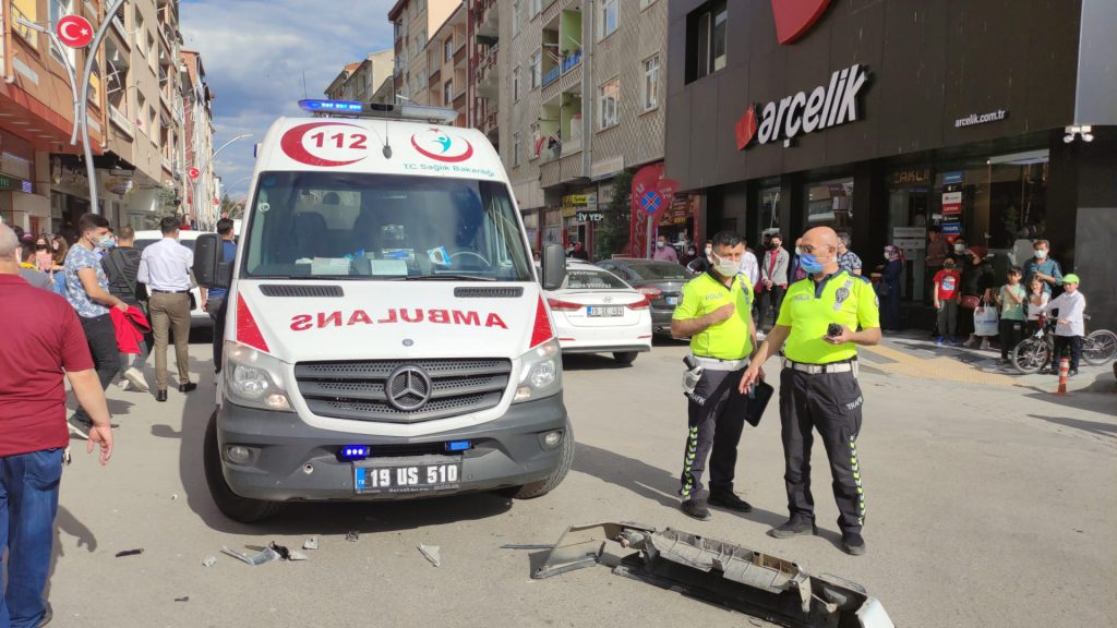 Sungurlu'da otomobilin motosiklete çarpması sonucu meydana gelen trafik kazasında motosiklet sürücüsü yaralandı. Kazada motosiklete çarpan otomobilin kazadan sonra olay yerinden kaçtığı belirtildi.   Sungurlu Haber