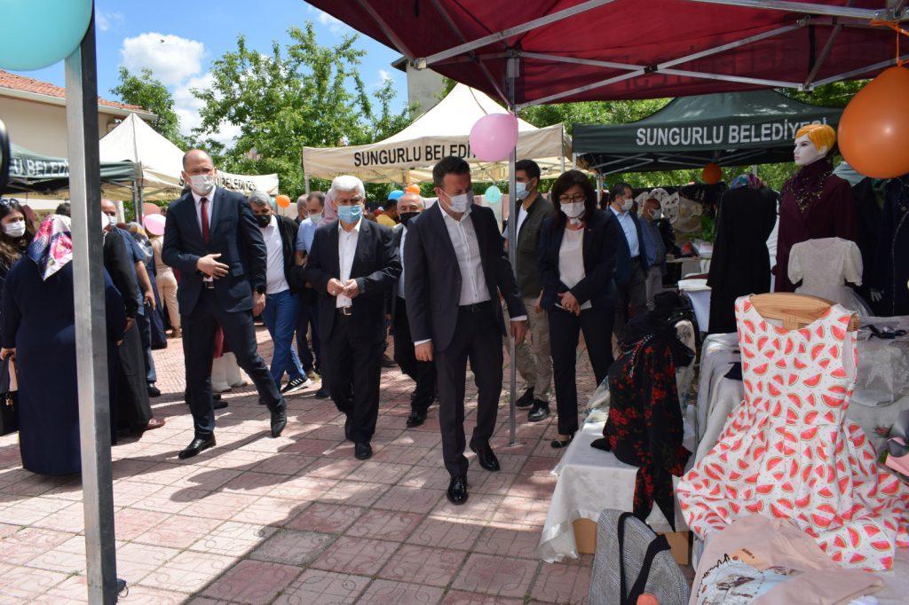 Sungurlu Halk Eğitim Merkezi ve ASO Müdürlüğü tarafından Hayat Boyu Öğrenme yıl sonu sergisi açıldı. | Sungurlu Haber