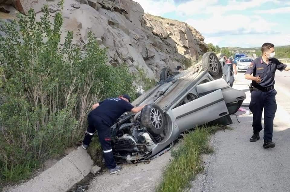 Sungurlu'da meydana gelen trafik kazasında yaralanan ve 2 haftadır hastanede tedavi gören hemşire Ezgi Yılmaz (24) hayatını kaybetti. Sungurlu'da meydana gelen trafik kazasında aynı aileden 4 kişi yaralanmıştı. | Sungurlu Haber