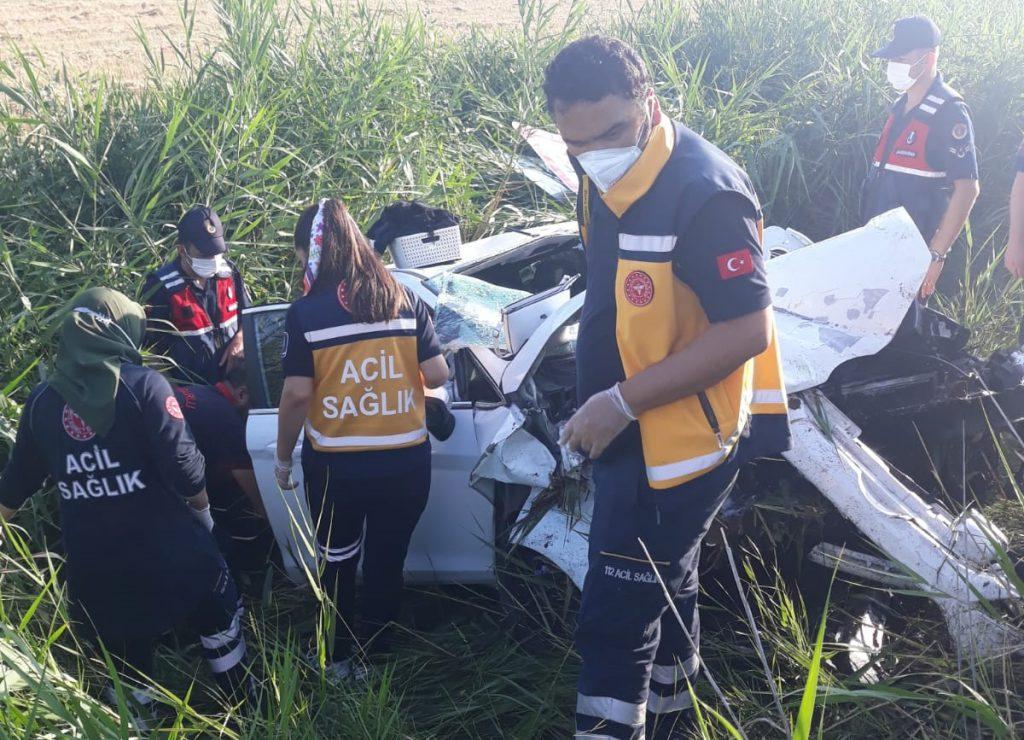 Sungurlu'dan Ankara istikametine seyir halinde olan Emre Y. yönetimindeki 11 DM 049 plakalı otomobil, sürücüsünün direksiyon hakimiyetini kaybetmesi sonucu takla atarak şarampole devrildi.   Sungurlu Haber