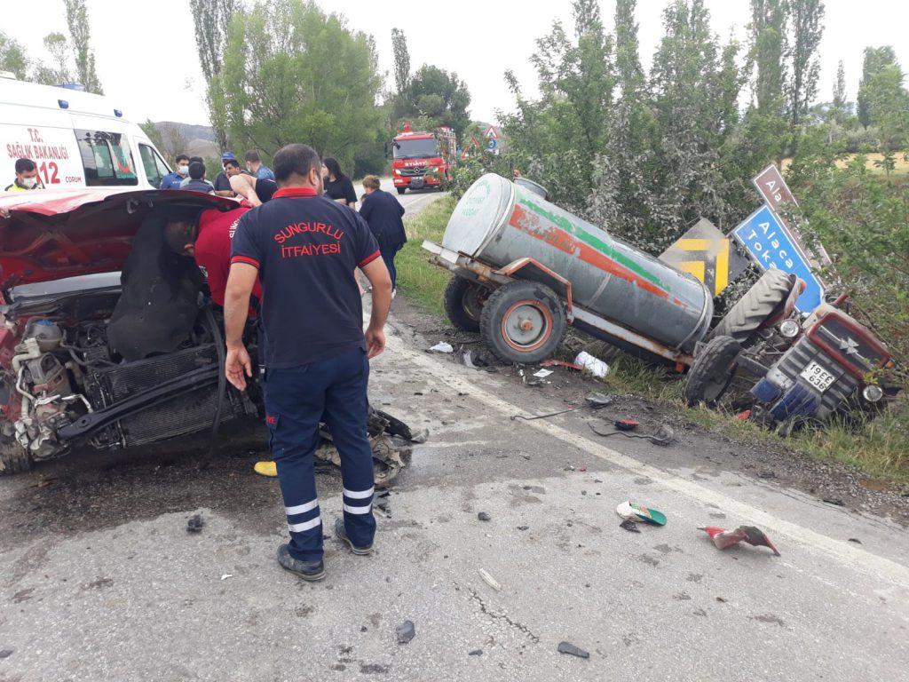 Sungurlu-Boğazkale karayolu Salman Köyü yakınlarında meydana geldi. Boğazkale istikametinden seyir halinde olan Ercan S. yönetimindeki 19 EE 636 plakalı traktör, kavşaktan dönmeye çalışan Kürşat C. yönetimindeki 41 AZ 016 plakalı otomobil ile çarpıştı. | Sungurlu Haber