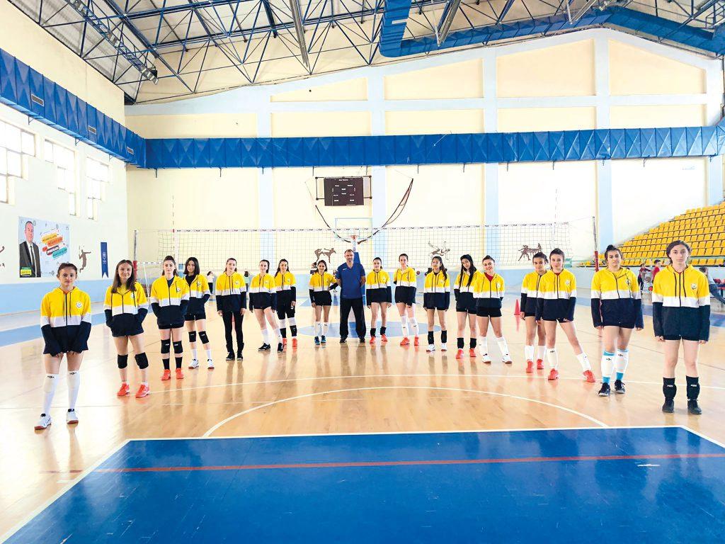 Türkiye ikinci voleybol ligine iki takımla katılacak olan Sungurlu Belediyespor, Türkiye'de bu işi başaran 10 kulüp arasına da yer aldı. | Sungurlu Haber