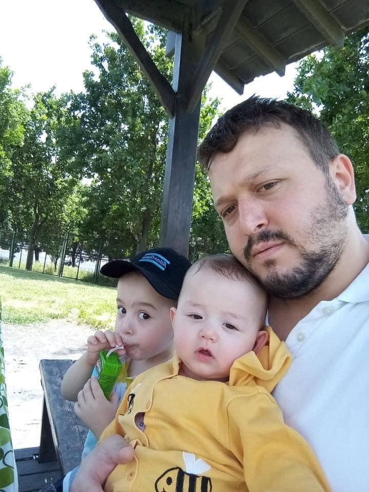 Sungurlu'da meydana gelen trafik kazasında genç bir baba hayatını kaybederken 2'si çocuk 3 kişi yaralandı. Edinilen bilgiye göre kaza Tokullu - Kavşut köyü arasında meydana geldi. Mehmet İncetekin idaresindeki otomobil bilinmeyen sürücüsünün direksiyon hakimiyetini kaybetmesi sonucu kontrolden çıkarak takla attı.   Sungurlu Haber
