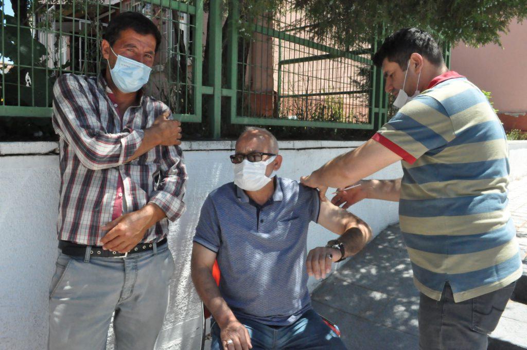 Sungurlu Atatürk Meydanı'nda randevusuz koronavirüs aşısı yapılmaya başlandı.   Sungurlu Haber