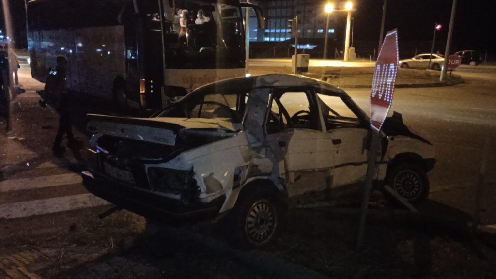 Sungurlu'da yolcu otobüsü ile otomobil kemallı kavşağında çarpıştı. | Sungurlu Haber