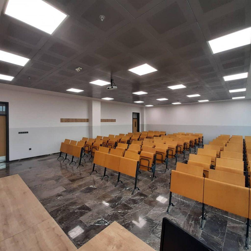 Hitit Üniversitesi Sungurlu Meslek Yüksekokulu Müdürü Dr. Öğr. Üyesi Buğra Bağcı, Meslek Yüksekokulunun imkânları ve hedefleri hakkında bilgi vererek, YKS tercihi yapacak öğrencileri yeni Sungurlu Meslek Yüksekokulu kampüsünde eğitim almaya davet etti.   Sungurlu Haber