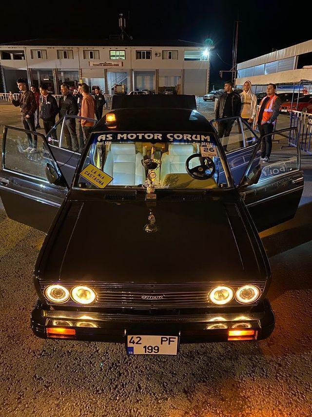 Klasik ve modifiye araç tutkunlarını bir araya getirdiği, 26 Eylül 2021 tarihinde düzenlenen Osmancık OtoFest, yoğun ilgi gördü. İlki 2019'da düzenlenen Osmancık OtoFest'in ikincisi, SMA hastası Ela bebek yararına düzenlendi. Osmancık Belediyesi ve Auto Osmancık ile birlikte düzenlenen festivalde; otomobiller teknik donanımları, ses sistemleri, renkleri ve aksesuarlarıyla görücüye çıktı.   Sungurlu Haber