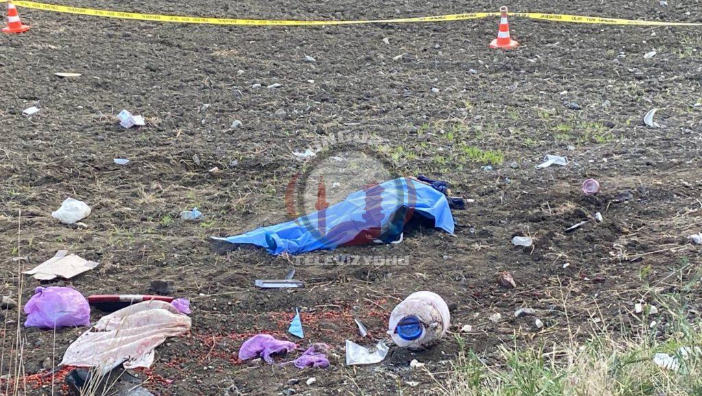 Sungurlu'da kontrolden çıkan hafif ticari aracın yol kenarında bulunan tarlaya uçması sonucu meydana gelen trafik kazasında 2 kişi hayatını kaybederken, 3 kişi de yaralandı. Kaza, Sungurlu-Boğazkale karayolunda meydana geldi.   Sungurlu Haber