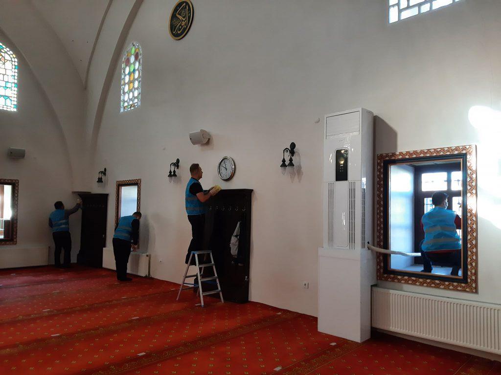 Sungurlu Denetimli Serbestlik Müdürlüğü, 1-7 Ekim 2021 tarihleri arasında kutlanan Camiler ve Din Görevlileri Haftası nedeniyle Ulu Cami'nin temizliğini yaptılar.   Sungurlu Haber